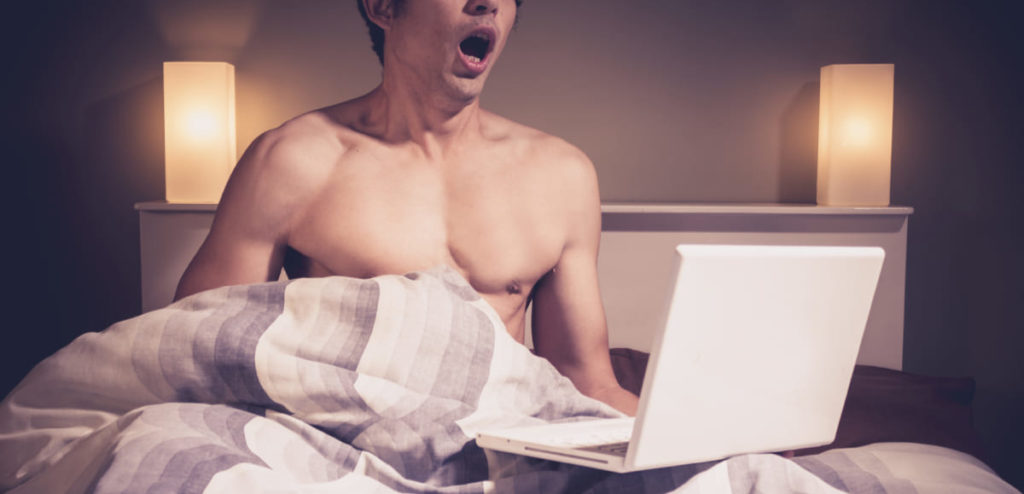 Veloce masturbazione con la mano porno