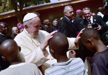 papa francesco a favore del preservativo