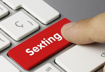 sexting: l'invio di materiale privato tramite i social media